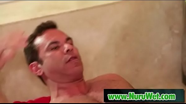 Nuru massage, Oil massage