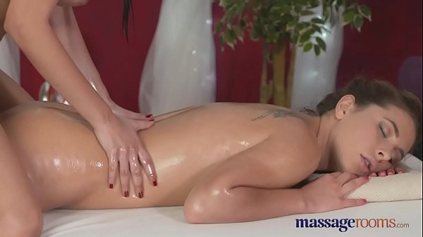 Young lesbians, Massage rooms